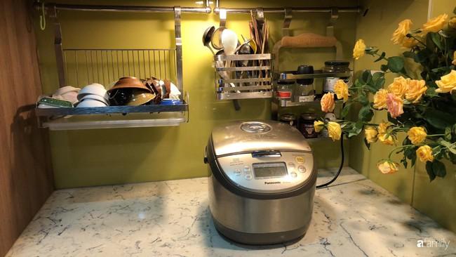 """Căn bếp nhỏ chứa """"vạn đồ"""" hữu ích bên trong khiến ai cũng bất ngờ khi mở ra của bà mẹ Hà Nội - Ảnh 22."""