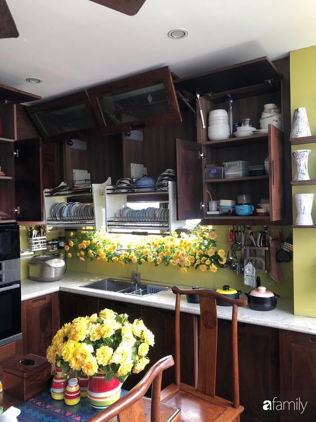 """Căn bếp nhỏ chứa """"vạn đồ"""" hữu ích bên trong khiến ai cũng bất ngờ khi mở ra của bà mẹ Hà Nội - Ảnh 16."""
