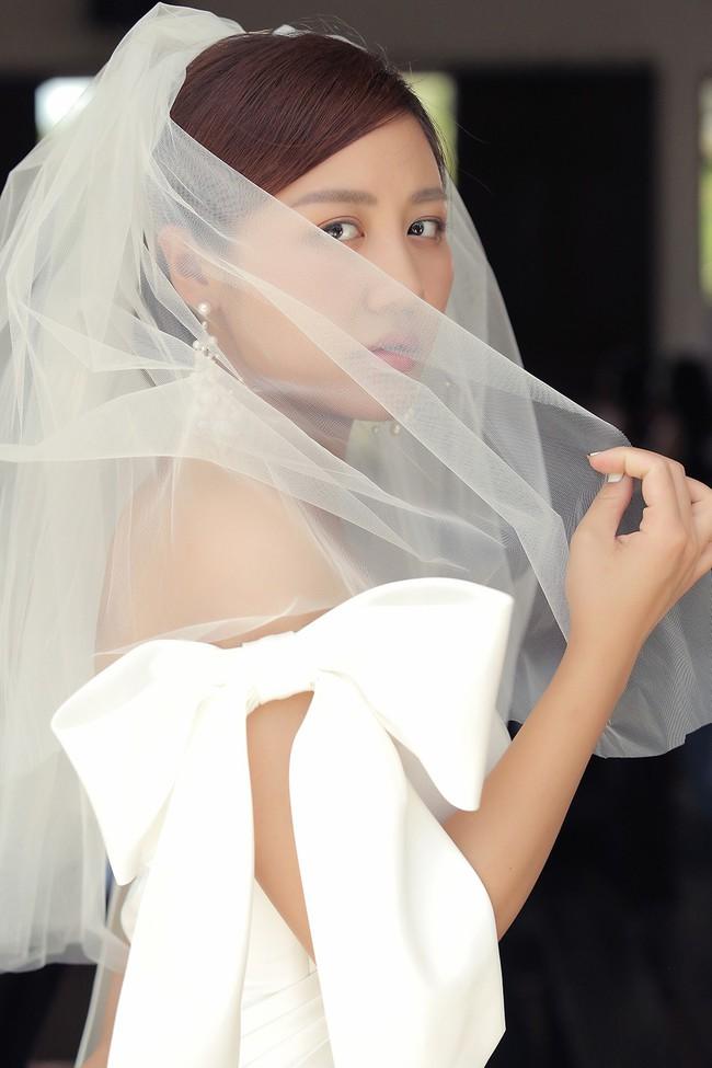 """Hé lộ bộ ảnh cưới với Bùi Anh Tuấn vì lý do không ngờ, Văn Mai Hương bị người đàn ông này """"nghỉ chơi"""" - Ảnh 1."""