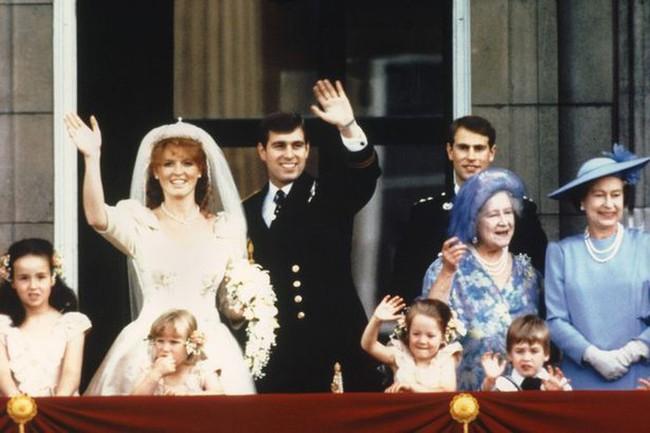 Nữ Công tước từng bị đuổi khỏi Hoàng gia Anh vì ngoại tình chia sẻ về cách giúp bà duy trì được làn da trẻ trung - Ảnh 3.