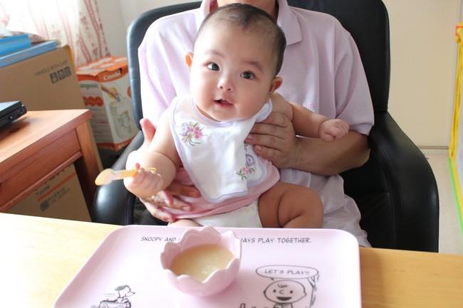 Những sai lầm phổ biến khi cho con ăn bổ sung nhiều mẹ mắc phải mà không hề nhận ra - Ảnh 3.