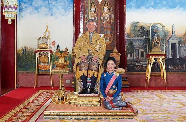 """Hé lộ """"cái bẫy"""" chết người khiến Hoàng quý phi Thái Lan mất tất cả mọi thứ chỉ trong phút chốc - Ảnh 3."""