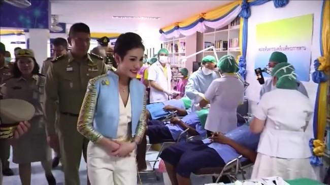 Nhìn lại 3 tháng ngắn ngủi tại vị của Hoàng quý phi Thái Lan mới thấy rõ những điều bất thường từ trước  - Ảnh 6.
