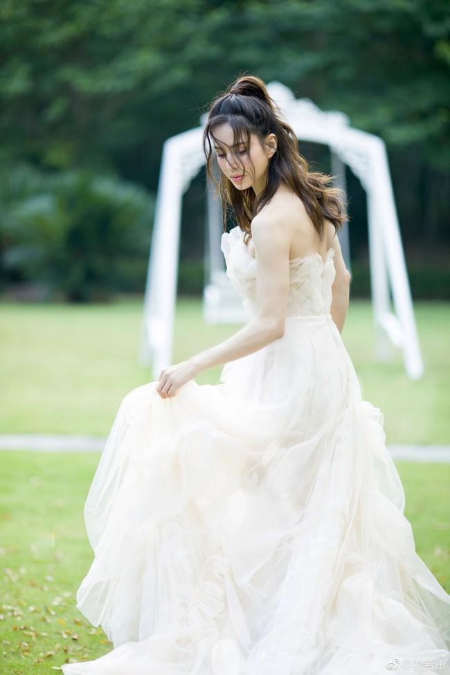 Lý Nhược Đồng lần đầu mặc váy cưới, lý do khiến mọi người đều cảm động - Ảnh 1.