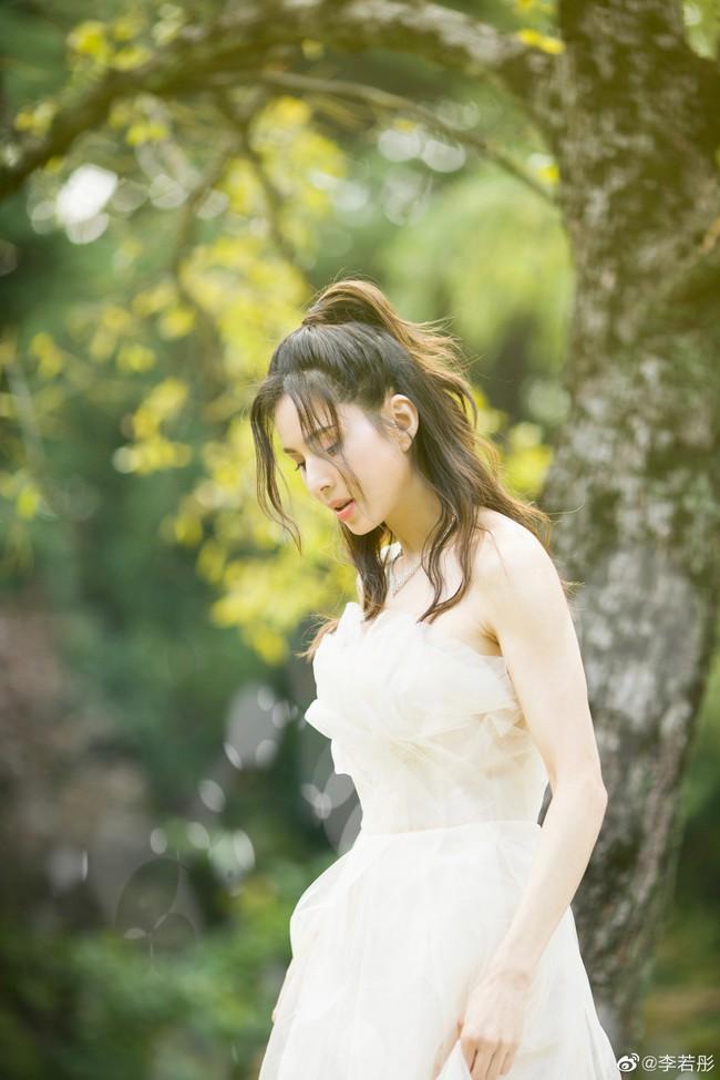 Lý Nhược Đồng lần đầu mặc váy cưới, lý do khiến mọi người đều cảm động - Ảnh 2.