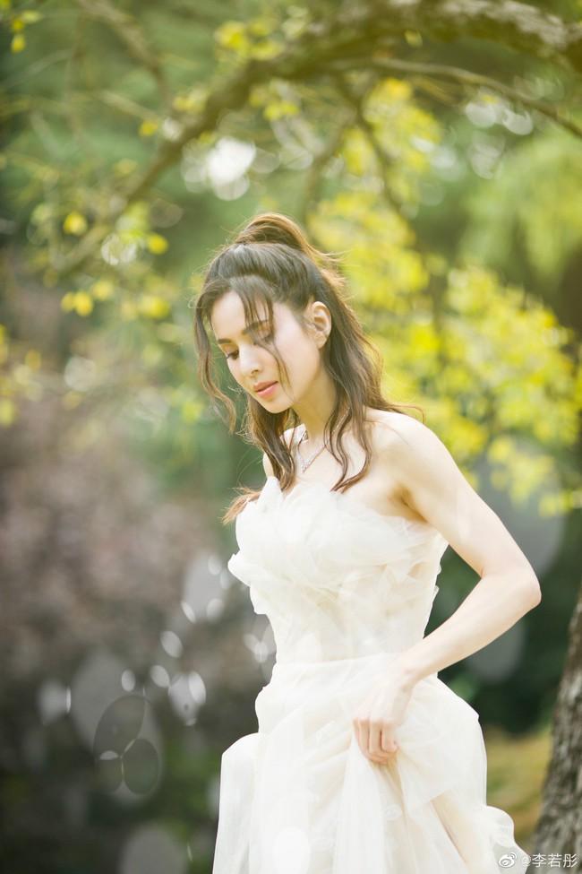 Lý Nhược Đồng lần đầu mặc váy cưới, lý do khiến mọi người đều cảm động - Ảnh 3.