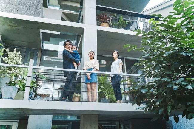 Nhà phố bê tông trong ngõ nhỏ tạo ấn tượng với 4 tầng đều kết nối với ánh sáng bên ngoài của vợ chồng KTS trẻ - Ảnh 15.