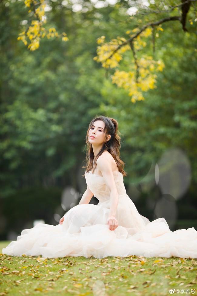 Lý Nhược Đồng lần đầu mặc váy cưới, lý do khiến mọi người đều cảm động - Ảnh 5.