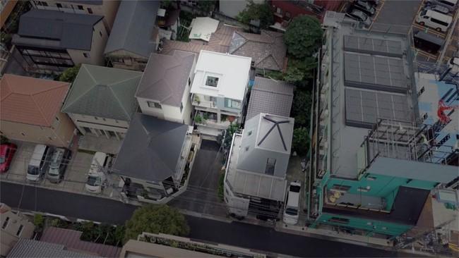 Nhà phố bê tông trong ngõ nhỏ tạo ấn tượng với 4 tầng đều kết nối với ánh sáng bên ngoài của vợ chồng KTS trẻ - Ảnh 3.