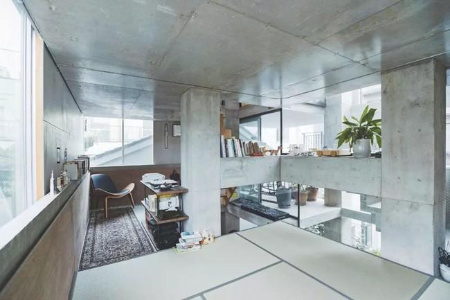 Nhà phố bê tông trong ngõ nhỏ tạo ấn tượng với 4 tầng đều kết nối với ánh sáng bên ngoài của vợ chồng KTS trẻ - Ảnh 8.