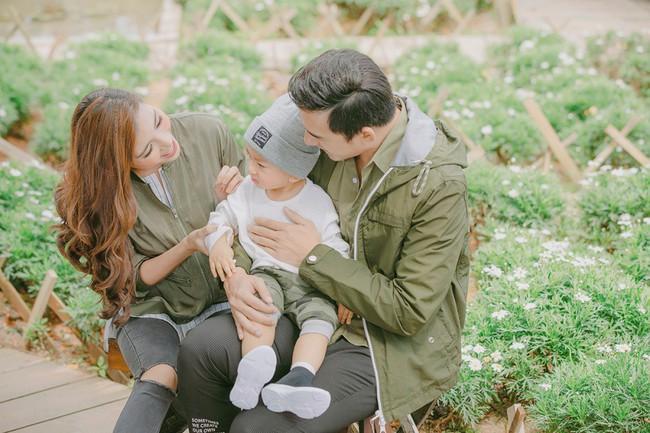Con trai cưng Bảo Bảo của Lương Thế Thành – Thúy Diễm phấn khích cùng bố mẹ thăm thú Đà Lạt - Ảnh 1.