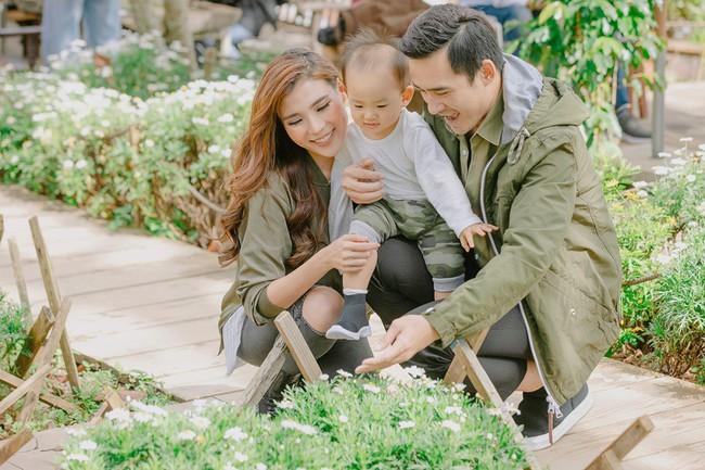 Con trai cưng Bảo Bảo của Lương Thế Thành – Thúy Diễm phấn khích cùng bố mẹ thăm thú Đà Lạt - Ảnh 2.