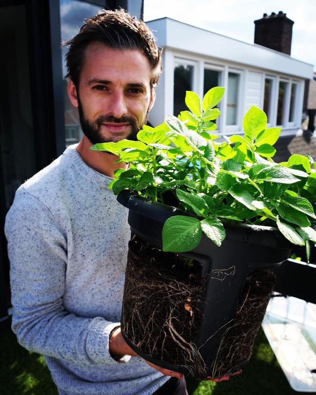 Anh chàng điển trai khiến hàng nghìn cô gái ngưỡng mộ khi trồng cả một sân thượng rau quả xanh tươi - Ảnh 16.