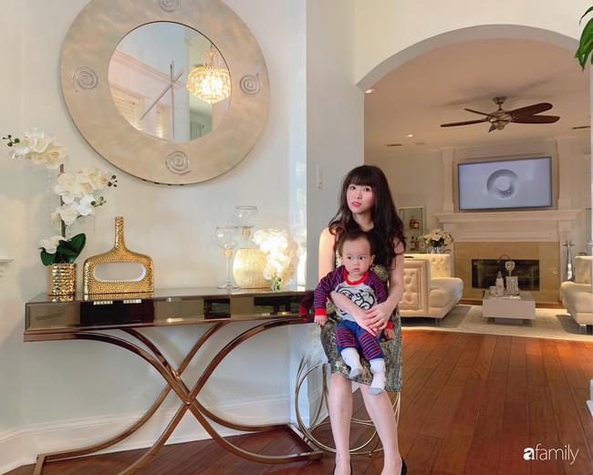 Ngắm ngôi nhà hai tầng với góc nào cũng được trang trí sang trọng, tỉ mỉ nhờ tình yêu gia đình của mẹ Việt ở Mỹ - Ảnh 3.