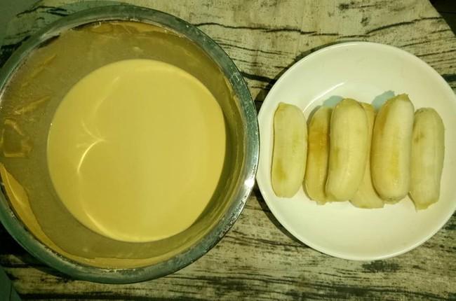 Cách làm bánh chuối chiên để 2 tiếng vẫn giòn rụm và bánh chuối nướng dẻo thơm chuẩn vị - Ảnh 1.