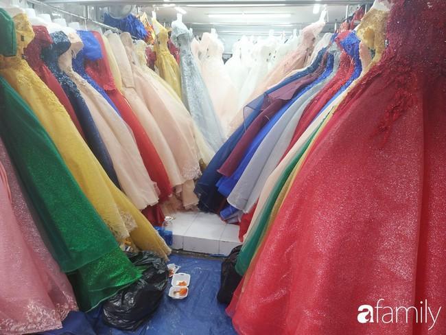 """Vào mùa cưới, người Sài Gòn lại rủ nhau tới khu chợ đồ cưới """"bao rẻ, bao đẹp"""" ở quận Tân Bình - Ảnh 5."""