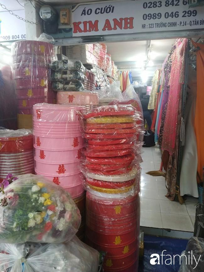 """Vào mùa cưới, người Sài Gòn lại rủ nhau tới khu chợ đồ cưới """"bao rẻ, bao đẹp"""" ở quận Tân Bình - Ảnh 18."""