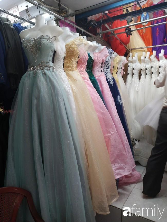 """Vào mùa cưới, người Sài Gòn lại rủ nhau tới khu chợ đồ cưới """"bao rẻ, bao đẹp"""" ở quận Tân Bình - Ảnh 6."""