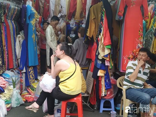 """Vào mùa cưới, người Sài Gòn lại rủ nhau tới khu chợ đồ cưới """"bao rẻ, bao đẹp"""" ở quận Tân Bình - Ảnh 9."""