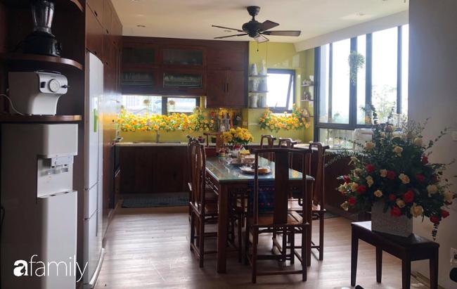 """Căn bếp nhỏ chứa """"vạn đồ"""" hữu ích bên trong khiến ai cũng bất ngờ khi mở ra của bà mẹ Hà Nội - Ảnh 3."""