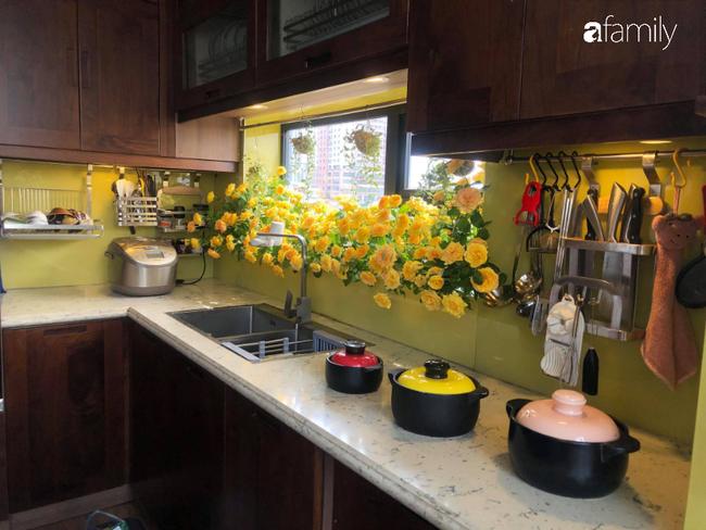 """Căn bếp nhỏ chứa """"vạn đồ"""" hữu ích bên trong khiến ai cũng bất ngờ khi mở ra của bà mẹ Hà Nội - Ảnh 6."""