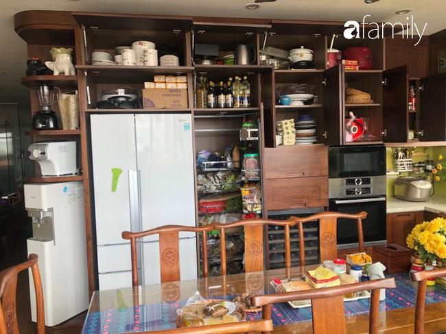 """Căn bếp nhỏ chứa """"vạn đồ"""" hữu ích bên trong khiến ai cũng bất ngờ khi mở ra của bà mẹ Hà Nội - Ảnh 11."""