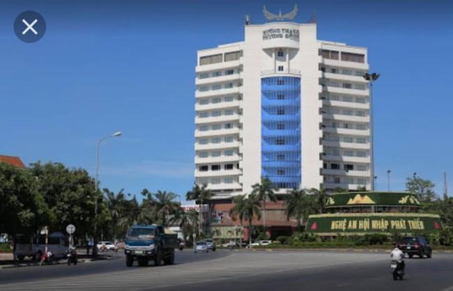 Phó phòng kế toán đại học tử vong nghi rơi từ tầng 8 khách sạn - Ảnh 1.