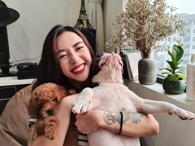 """Nữ HLV nổi tiếng Hana Giang Anh bị tố """"đồng lõa"""" với công ty du lịch ma để quảng cáo, lừa đảo hơn 50 triệu của khách hàng - Ảnh 1."""