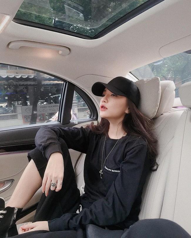 """Những lần diện """"all black"""" của các người đẹp Việt - Hàn: Từ thần thái, nhan sắc đến mix đồ đều đẹp xuất sắc - Ảnh 6."""