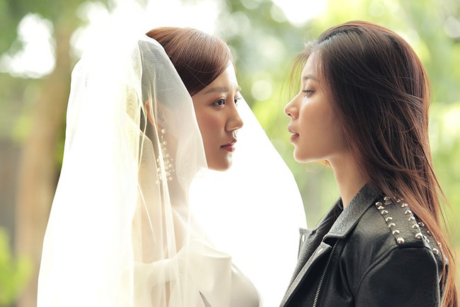Văn Mai Hương tiếp tục lừa cả showbiz: Không đám cưới với Bùi Anh Tuấn mà hôn môi đồng giới Đồng Ánh Quỳnh - Ảnh 8.
