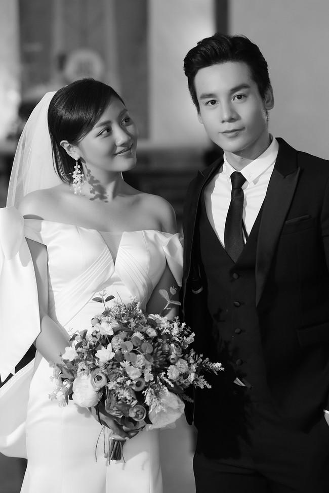 Văn Mai Hương tiếp tục lừa cả showbiz: Không đám cưới với Bùi Anh Tuấn mà hôn môi đồng giới Đồng Ánh Quỳnh - Ảnh 3.