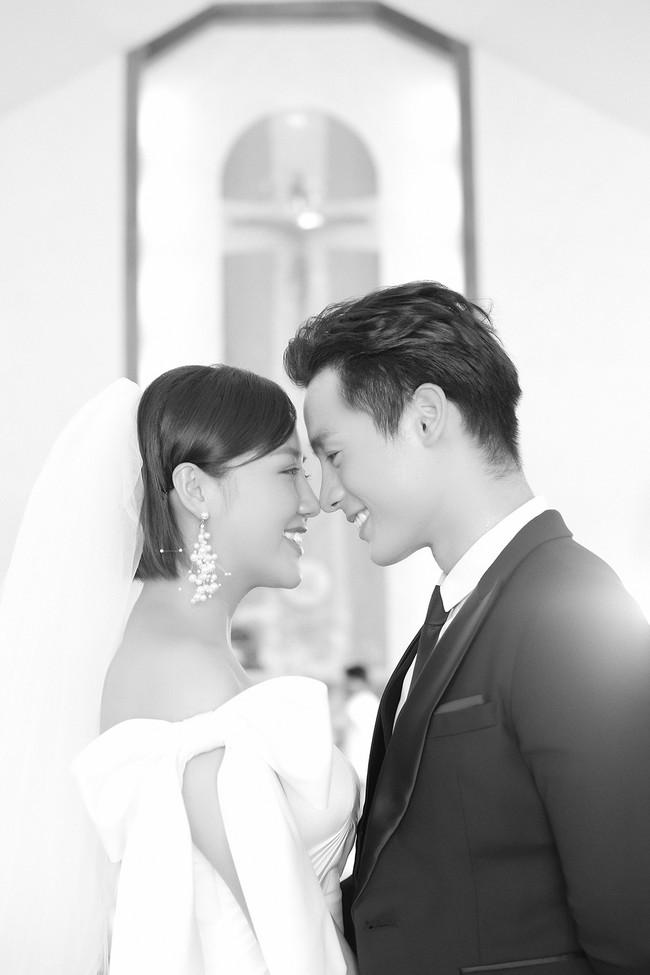Văn Mai Hương tiếp tục lừa cả showbiz: Không đám cưới với Bùi Anh Tuấn mà hôn môi đồng giới Đồng Ánh Quỳnh - Ảnh 4.