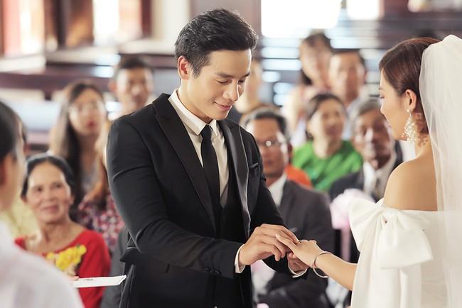 Văn Mai Hương tiếp tục lừa cả showbiz: Không đám cưới với Bùi Anh Tuấn mà hôn môi đồng giới Đồng Ánh Quỳnh - Ảnh 5.