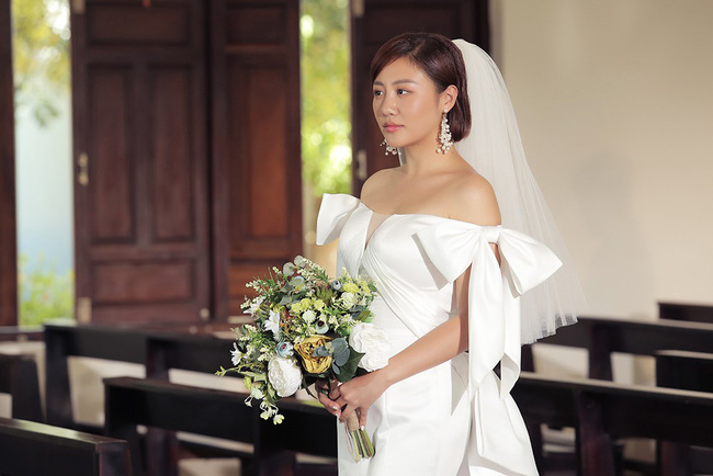 Văn Mai Hương tiếp tục lừa cả showbiz: Không đám cưới với Bùi Anh Tuấn mà hôn môi đồng giới Đồng Ánh Quỳnh - Ảnh 6.