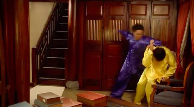 """""""Tiếng sét trong mưa"""": Thấy Xuân ngủ với Phượng, con trai Thị Bình đấm liên tiếp vào mặt em trai  - Ảnh 6."""