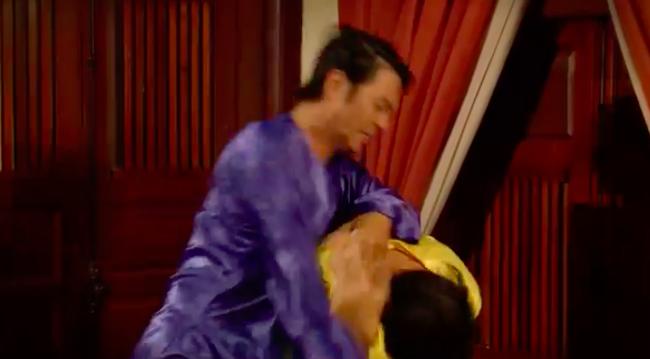 """""""Tiếng sét trong mưa"""": Thấy Xuân ngủ với Phượng, con trai Thị Bình đấm liên tiếp vào mặt em trai  - Ảnh 9."""