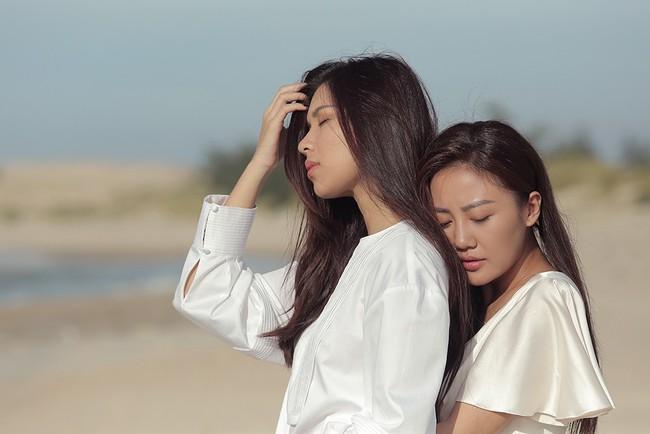 Clip Văn Mai Hương xấu hổ, tái mặt khi hôn môi đồng tính Đồng Ánh Quỳnh 20 lần  - Ảnh 8.
