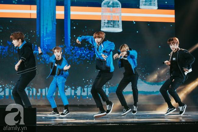 Trình diễn loạt hit triệu view, Bích Phương cùng Trúc Nhân lần lượt làm bùng nổ show âm nhạc Việt - Hàn tháng 10 - Ảnh 17.