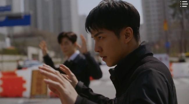 """""""Vagabond"""" tập 12: Trở về từ cõi chết, cuối cùng Lee Seung Gi và Suzy đã đưa được tên khủng bố ra hầu tòa - Ảnh 11."""