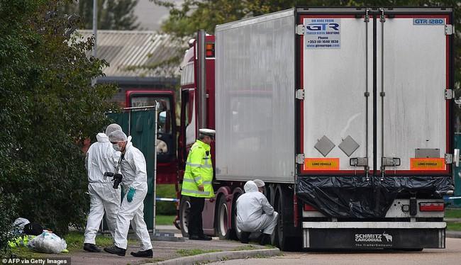 """Trước cái chết của 39 người trong container ở Anh, 1 kẻ buôn người chỉ cười khẩy và bình thản nhận xét: """"Tùy số thôi"""" - Ảnh 2."""