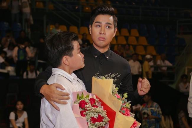 Từng chê bai MC Miss Universe đọc sai kết quả, Nguyên Khang gặp sự cố tương tự và bị chỉ trích không kém - Ảnh 6.