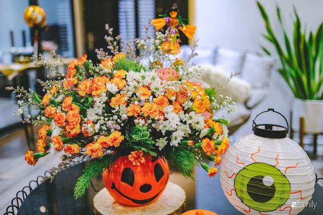 Căn hộ 86m2 rực rỡ sắc màu Halloween nhờ bàn tay khéo léo của mẹ trẻ yêu thích cắm hoa ở Hà Nội - Ảnh 8.