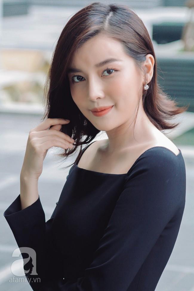 """""""Tiếng sét trong mưa"""" - Cao Thái Hà: Ba mất vì ung thư khi đang quay phim, tôi dừng đóng khóc suốt 3 ngày đêm  - Ảnh 11."""