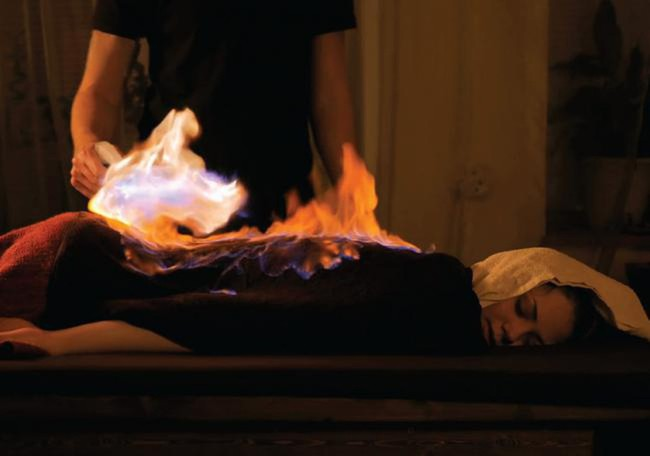 Đốt lửa lên mặt làm đẹp da khiến nhiều người tá hỏa thực chất là phương pháp làm đẹp thế nào? - Ảnh 4.
