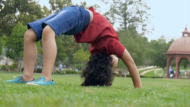 Cha mẹ nên khuyến khích trẻ tập 4 bài thể dục đơn giản này mỗi ngày để giúp trẻ phát triển chiều cao tối đa - Ảnh 4.