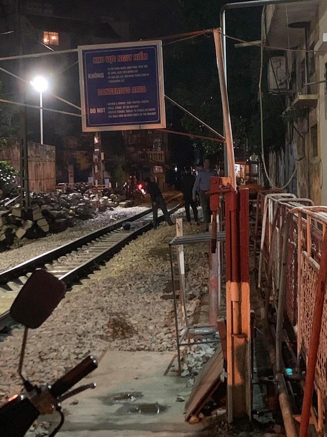 Hà Nội: Một người đi bộ tử vong khi đi bộ trên tuyến đường sắt qua nội thành - Ảnh 1.