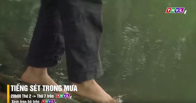 """""""Tiếng sét trong mưa"""": Lũ - Hứa Minh Đạt xuất hiện trở lại, Hiểm nhảy sông tự sát để đoàn tụ với anh - Ảnh 8."""