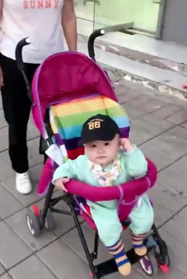 Mẹ giả vờ không nhận ra con, phản ứng của đứa trẻ khiến mẹ đau lòng - Ảnh 3.