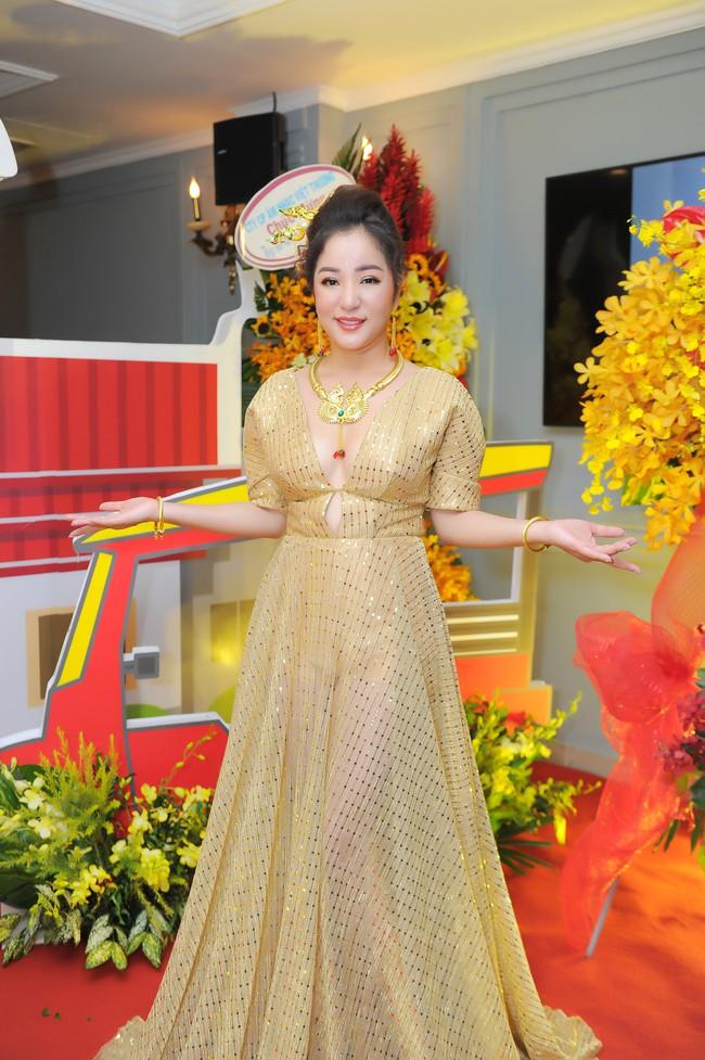 Thúy Nga sẵn sàng bán nhà, lý giải tin đồn mâu thuẫn nên không mời Việt Hương tham gia liveshow - Ảnh 2.