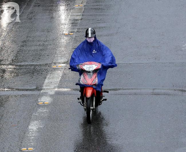 Người dân tận hưởng gì sau cơn mưa giúp không khí Hà Nội sạch hơn - Ảnh 4.